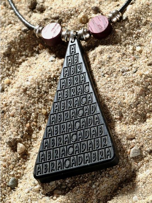 Amulet hout abracadabra