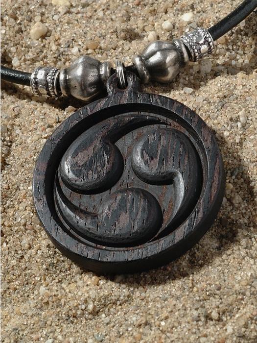 Amulet triskel