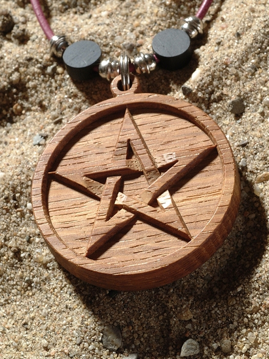 Amulet hout pentagram laten maken