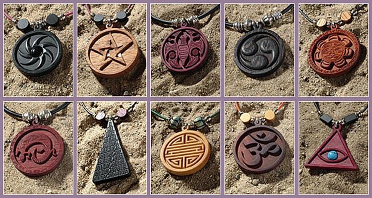 Amuletten hout laten maken graveerstudio