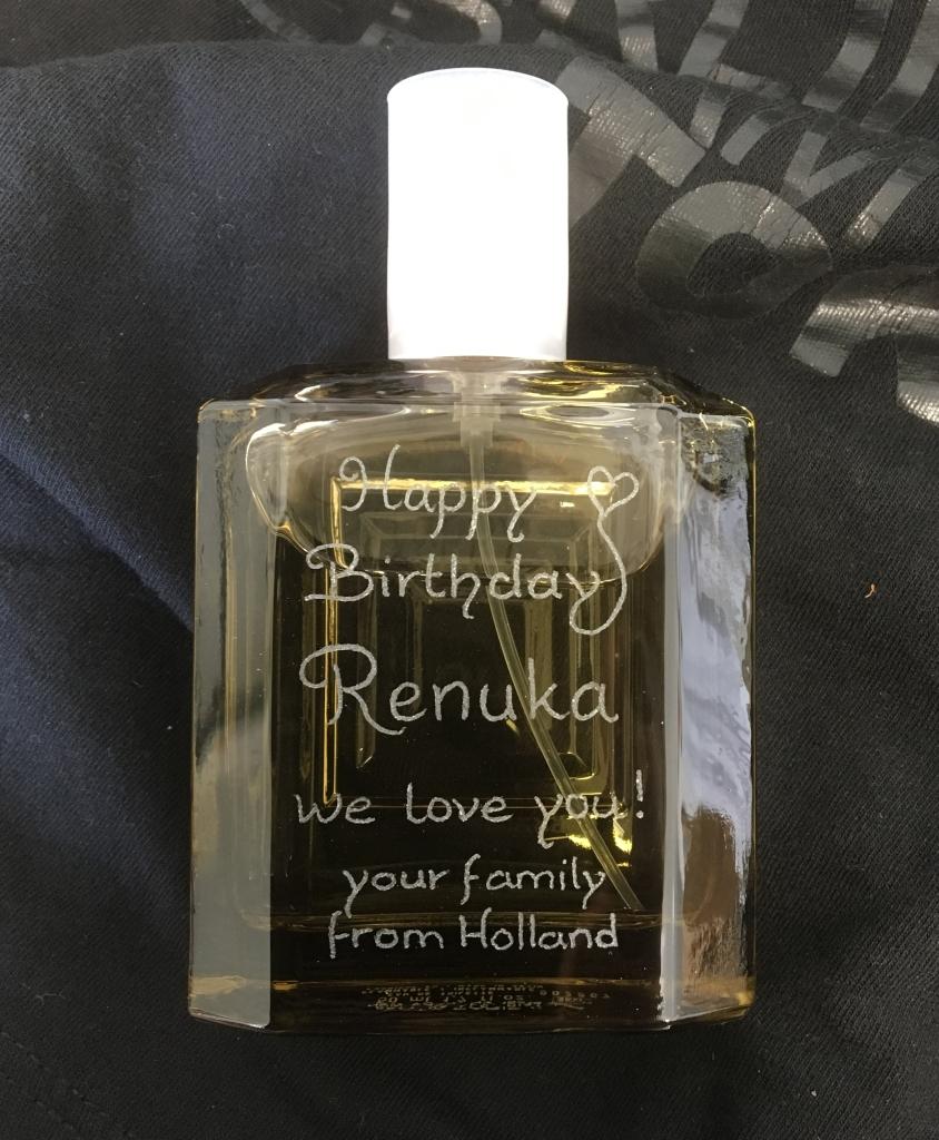 Persoonlijk cadeau idee Parfum laten graveren