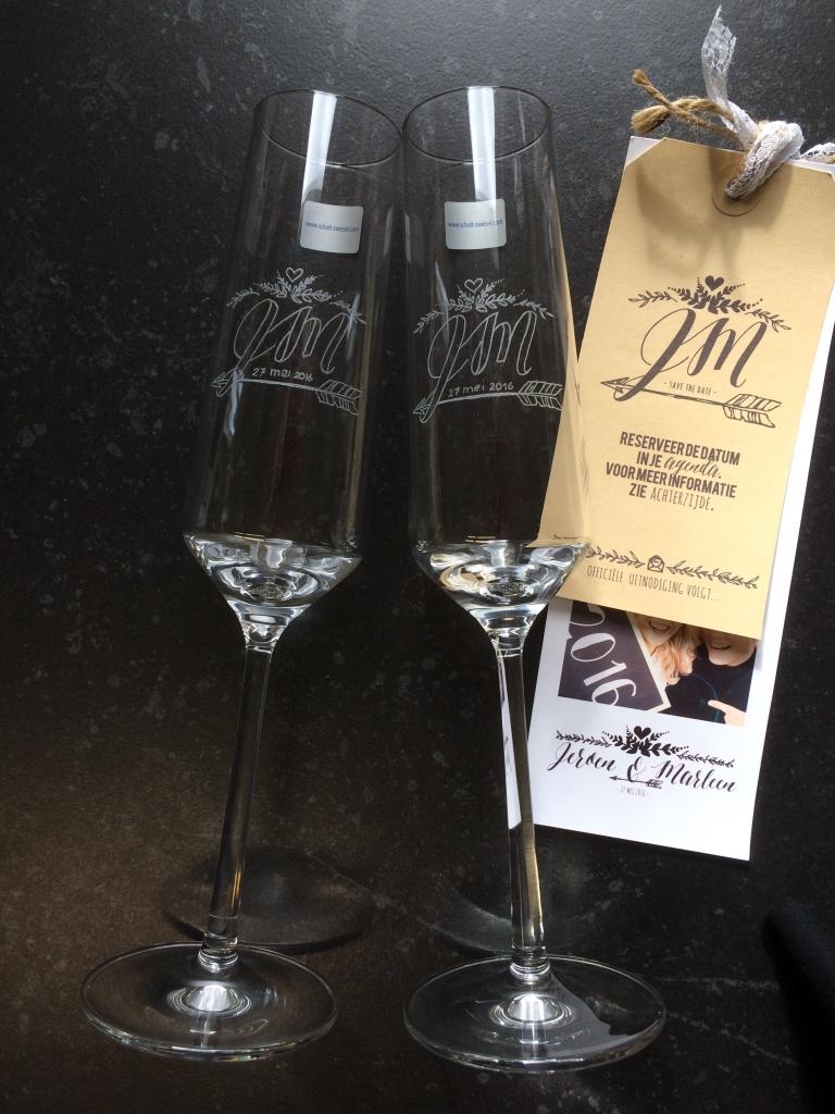 Huwelijkscadeau Glasgraveren wijnglazen Trouwerij