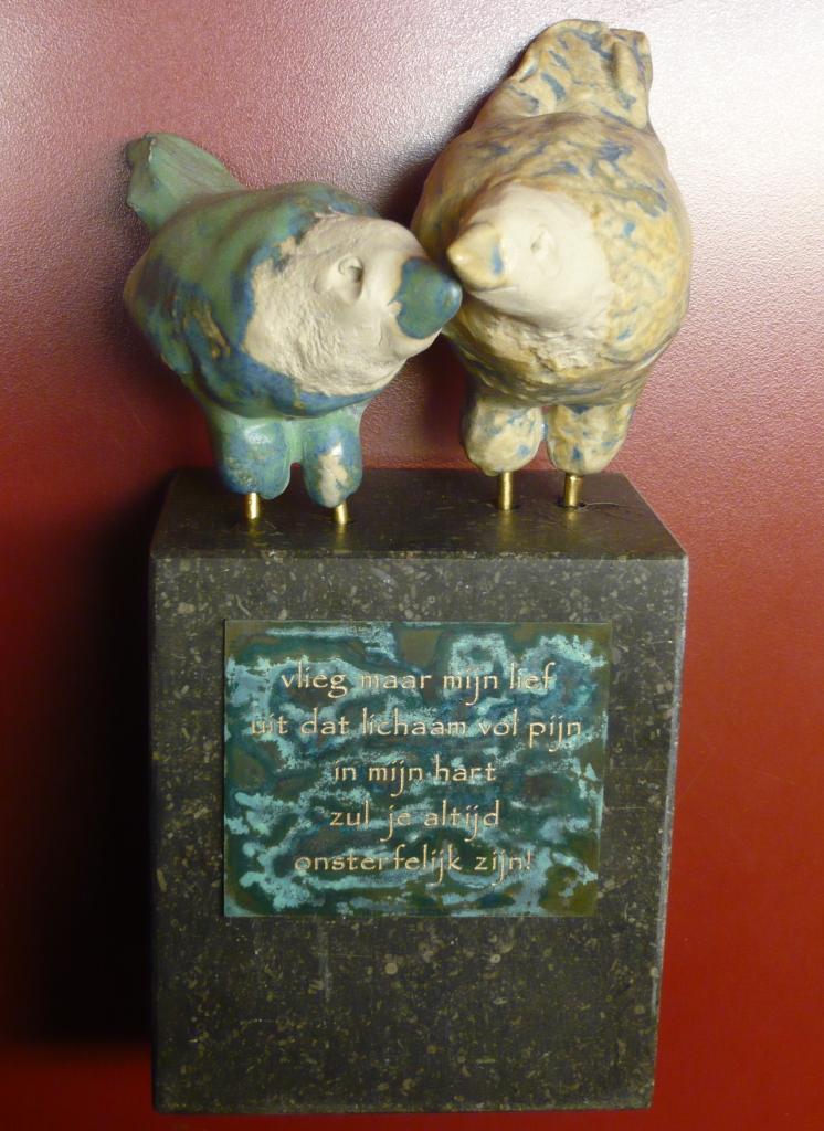 Herdenkingsplaat marmer urn beeld