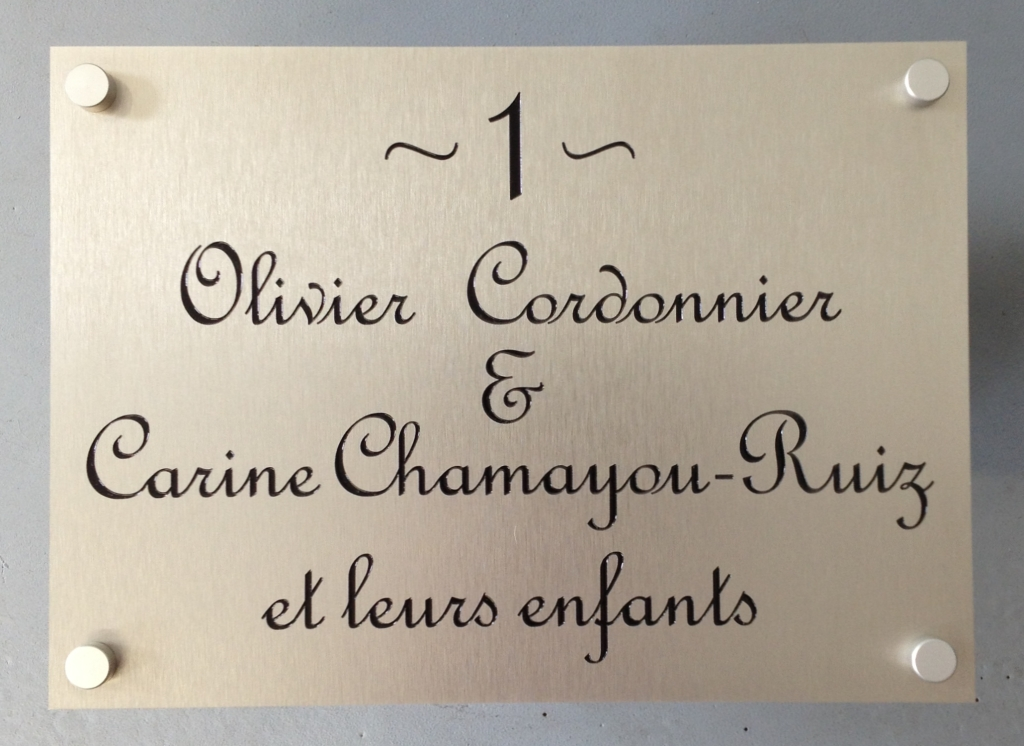 Aluminium naamplaat met huisnummer en namen laten maken