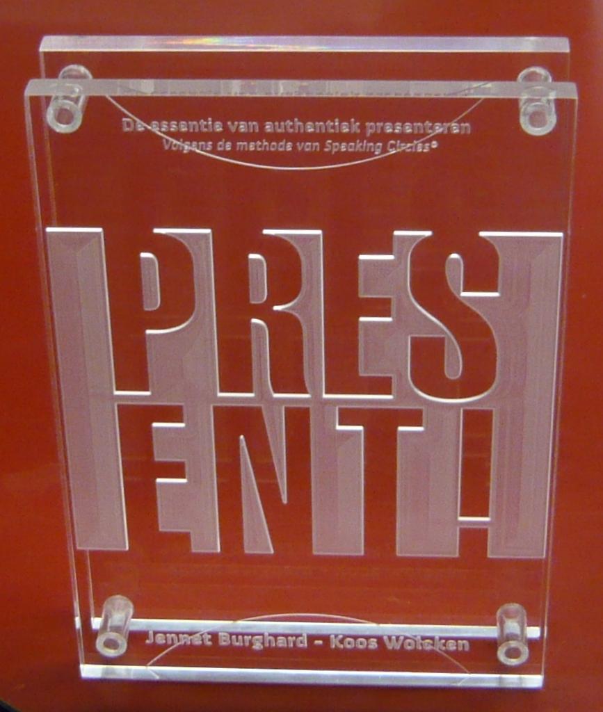 Plaquette award laten maken acrylaat Present