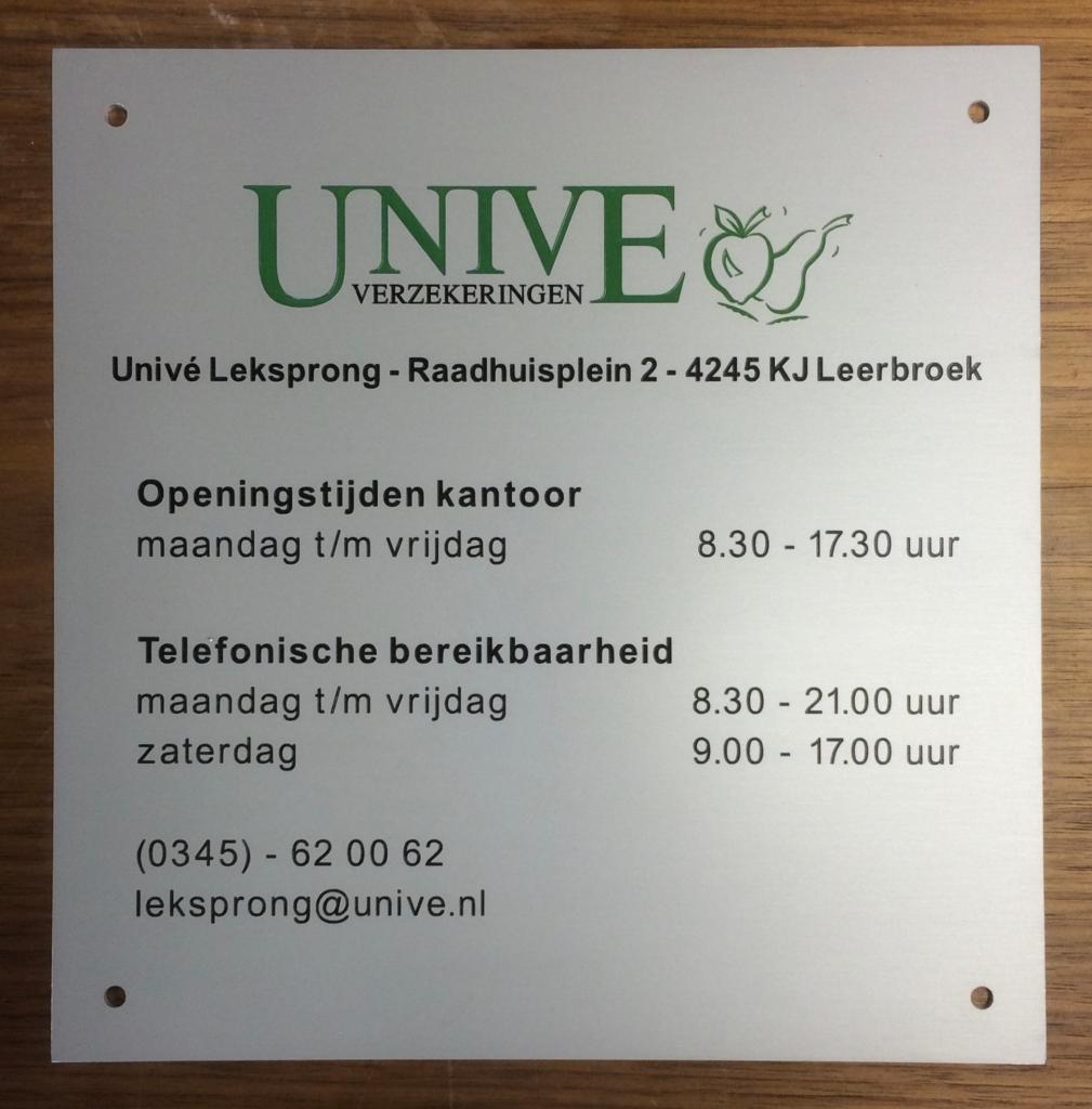 Plaquette laten maken aluminium Unive