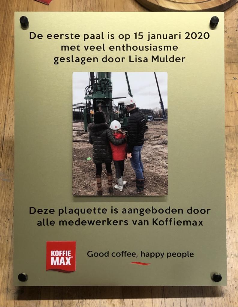 Plaquette laten maken eerste paal Koffiemax