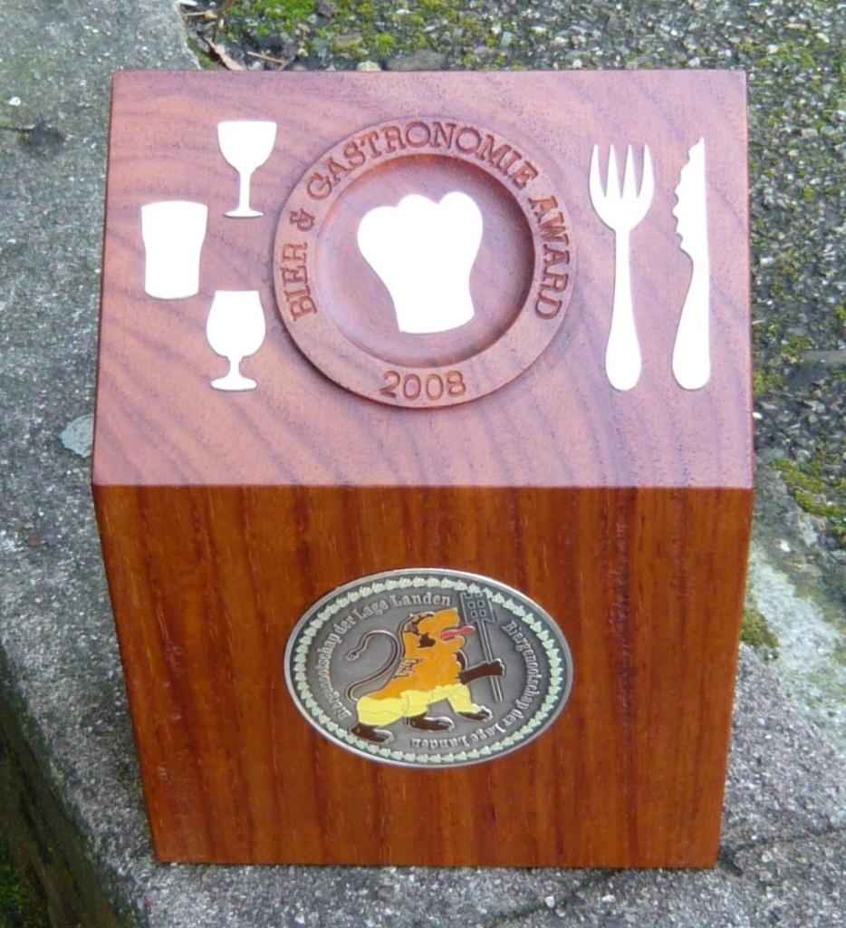 Plaquette award laten maken hout Bieraward