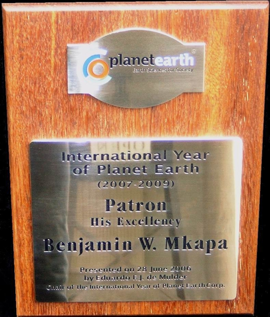 Plaquette award messing op hout