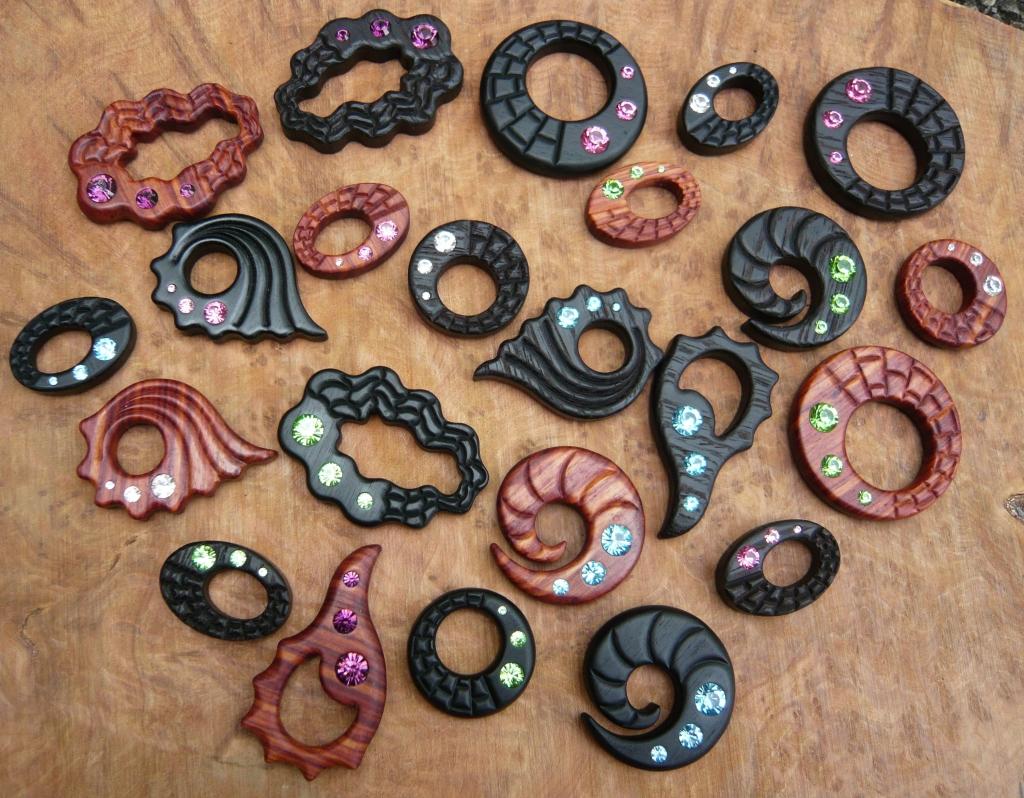 Houten sieraden graveren laten maken