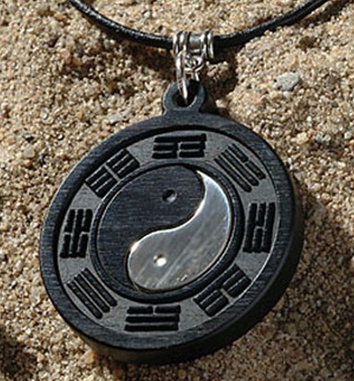 Hout sieraad graveren symbool yin yang sieraad