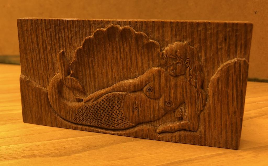 Zeemeermin relief in hout graveerstudio